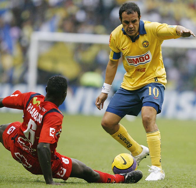 Chicago Fire-bound Cuauhtémoc Blanco still has his mojo, as he proves by outsmarting El Nacional's Pavel Caicedo during Club América's 2-1 Copa Libertadores victory on April 18 in Mexico City. Blanco will be the second-highest-paid player in Major League Soccer behind David Beckham when he joins the Fire in July.