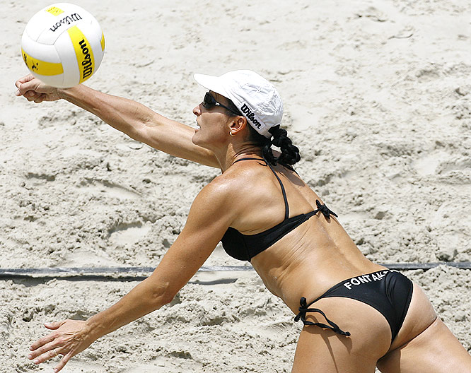 At 5-6, Fontana may be the most accomplished short player in the beach game. She has two AVP titles to her credit, the last coming in 2001. Fontana, 41, is also one of a handful of mothers on tour.