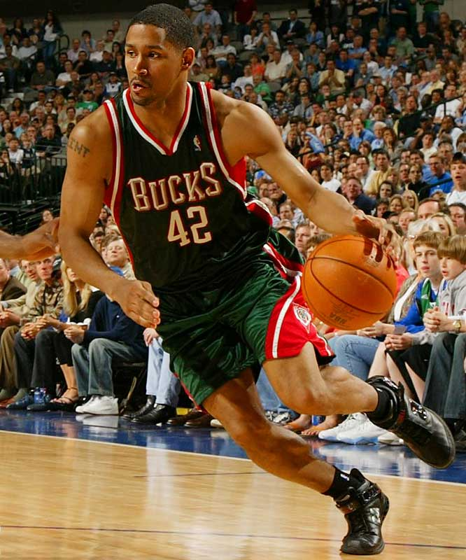After re-signing point guard Mo Williams and bringing back swingman Desmond Mason, the Bucks have set their sights on retaining Bell, the only Milwaukee player to play every game last season. The 6-3 shooting guard averaged 13.5 points and scored at least 20 points 20 times last season, his second full year in the NBA.
