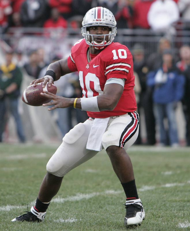 Smith won all but two games he started during his time at Ohio State, including leading the Buckeyes to the  2006 Fiesta Bowl title. During his senior year in 2006, Smith threw 30 touchdown passes and won the Heisman Trophy before succumbing to Florida in the BCS Championship.