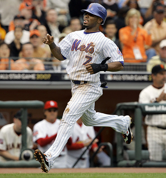 It didn't take Jose Reyes long to dirty his uniform. The Mets shortstop singled, stole second, then was driven in on a single by Ken Griffey Jr. to give the NL a 1-0 lead.