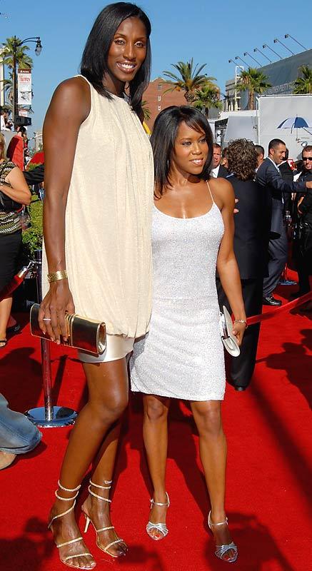 WNBA player Lisa Leslie and actress Regina King at the 2007 ESPY Awards.