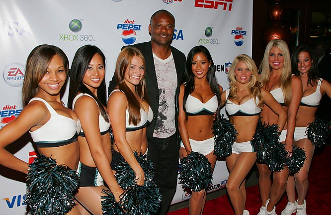 Former QB Warren Moon also enjoyed his time at the Madden NFL 08 shindig.