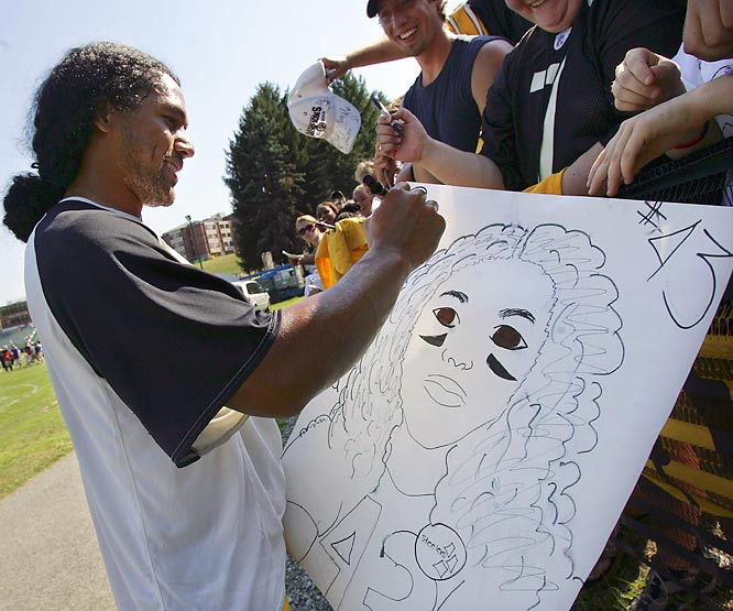 Steelers defensive back Troy Polamalu is so fan friendly that he even signs drawings that make him look like a chick.