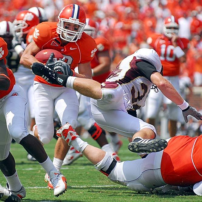 Tyler Grisham hauls in a 14-yard touchdown pass from Cullen Harper, one of five TDs thrown by Harper.