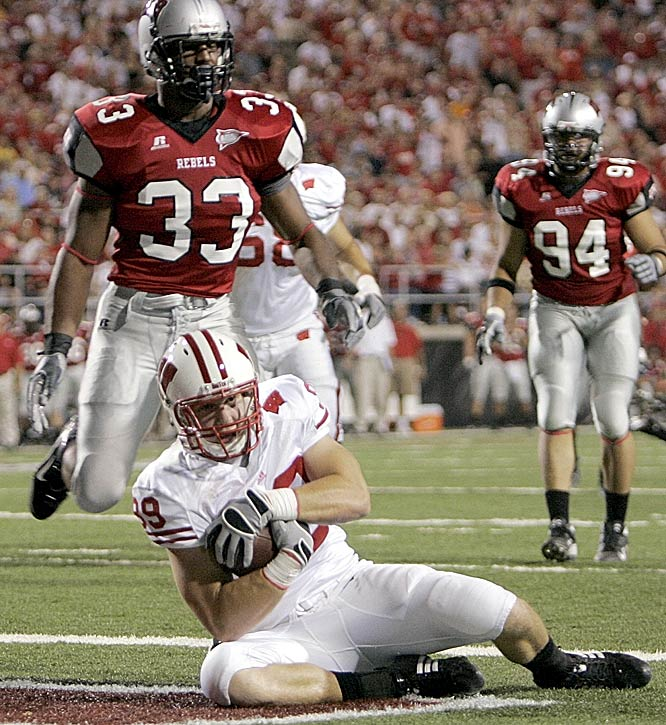 Wisconsin's Garrett Graham catches a second-quarter touchdown for the Badgers, who had to come from behind to beat UNLV.