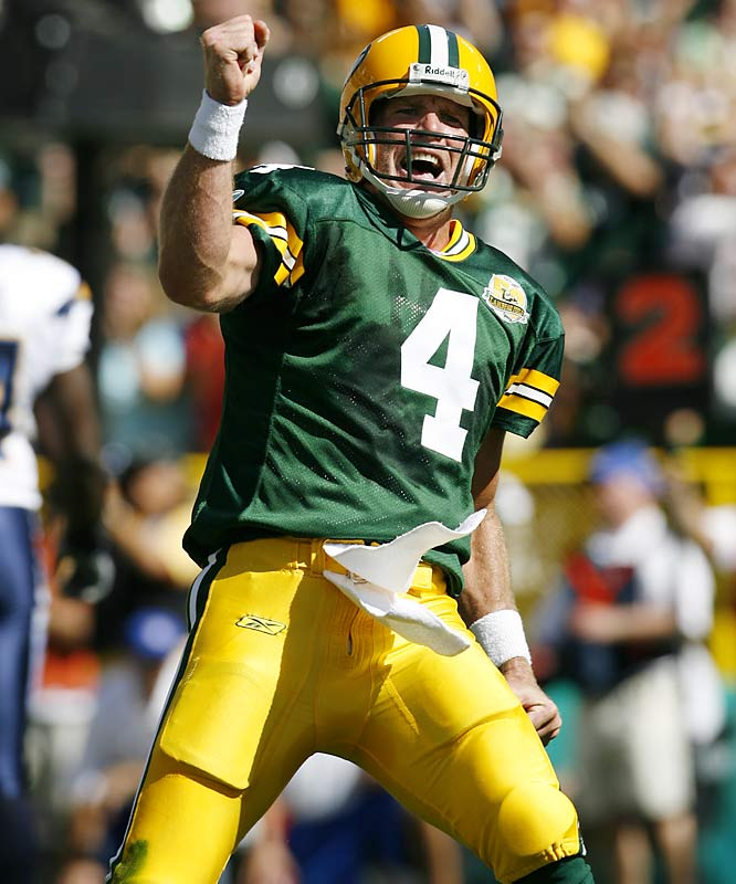 Brett Favre found Greg Jennings on a slant pattern for the record-tying 420th touchdown pass of the QB's career.