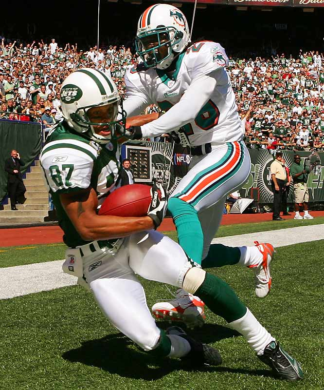 The Jets took their first lead of the season late in the first quarter when Chad Pennington hit Laveranues Coles for a 3-yard touchdown pass.  Pennington showed his injured right ankle was feeling a lot better by throwing two TD passes and running for another score.