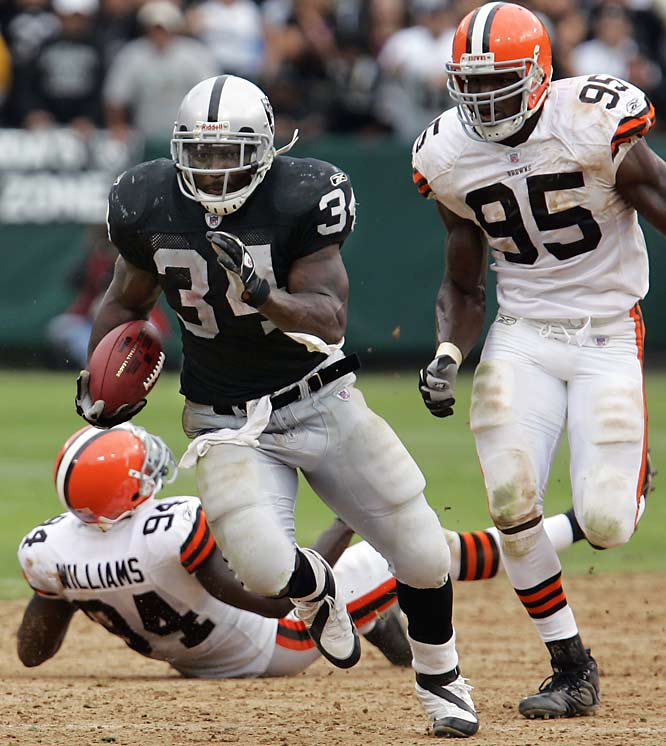 LaMont Jordan ran for 121 yards and the go-ahead touchdown to help the Raiders snap an 11-game losing streak.