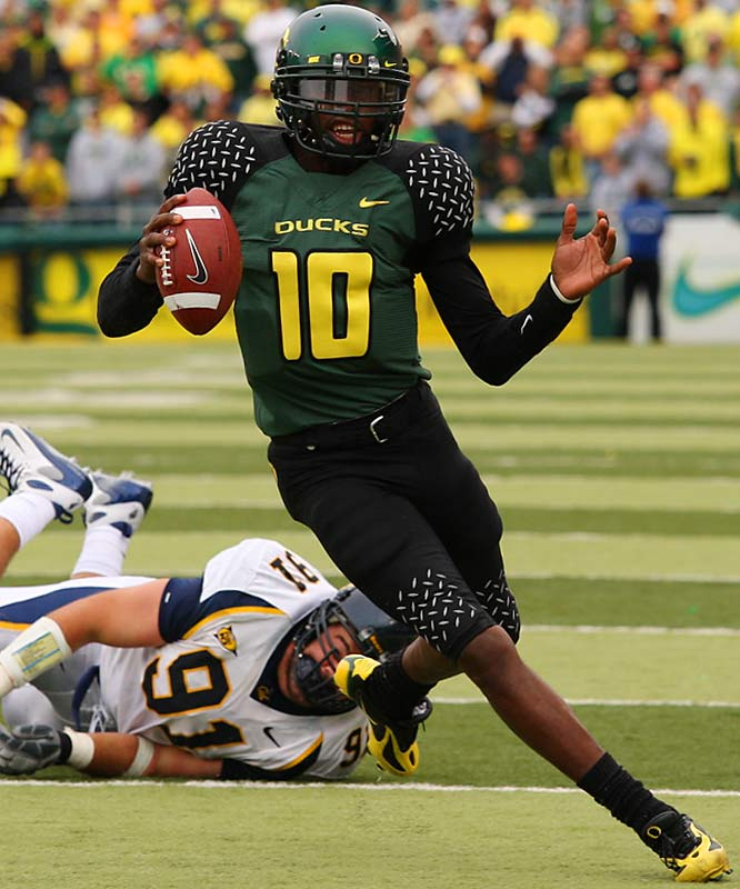 Dixon is the best dual-threat QB west of Tebow. The senior battled inconsistency through his first three years at Oregon, but he's put it all together in 2007. The explosive playmaker averages 306 total yards per game.
