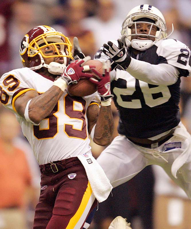 With Washington behind 13-0, prospects appeared dim for a team that had yet to find the end zone in seven quarters. But Santana Moss brought down a pair of long-range bombs from Mark Brunell in the last four minutes -- including the devastating 70-yard game-clincher -- to help the `Skins escape Texas Stadium with an unlikely 14-13 win.