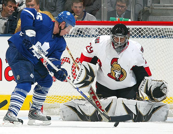 Martin Gerber, filling in for the injured Ray Emery, gave the Senators a huge boost -- stopping 26 of 29 shots in Ottawa's victory.