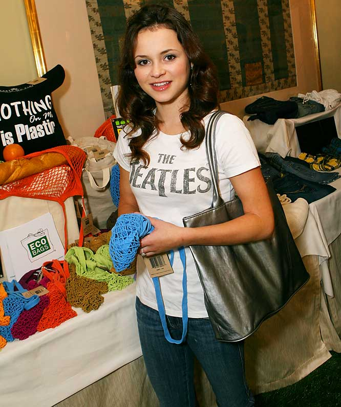 "Sasha Cohen makes an appearance at the Hearts On Fire ""Green With Envi"" celebrity gift lounge, where she picked up an Eco Bag."