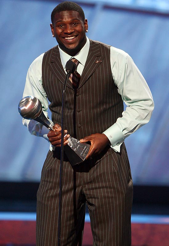 LaDainian Tomlinson rocked brown and baby blue at the 2007 ESPY awards, but nothing beats accessorizing with an award and a smile.