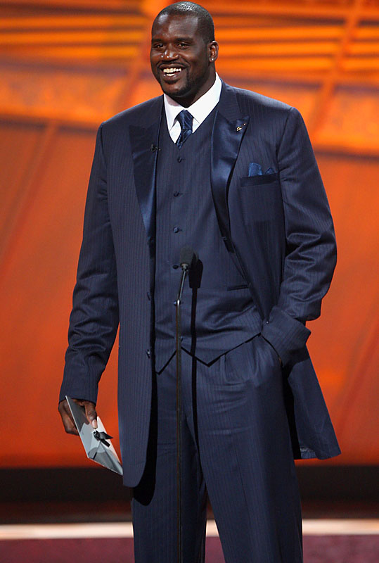 Shaquille O'Neal showed his undying love for long jackets and monochromatic three-piece suits at the 2007 ESPY Awards.