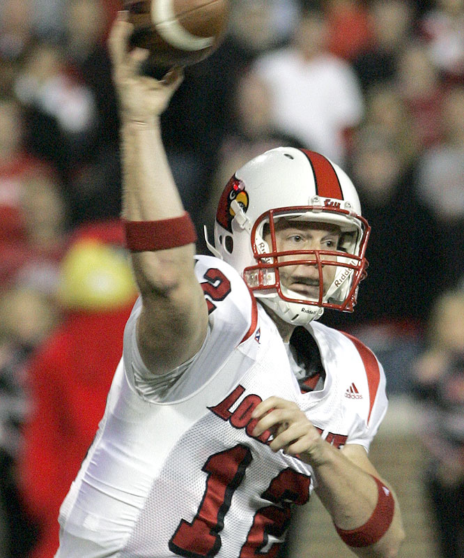 Brian Brohm threw for 350 yards and three touchdowns as the Cardinals won their fifth straight over the previously unbeaten Bearcats.