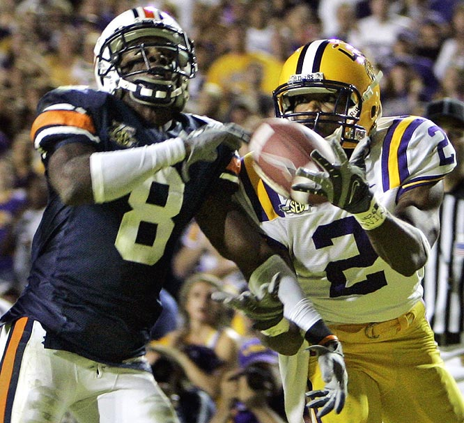 LSU's Demetrius Byrd hauls in the game-winning TD with 0:01 remaining, giving the Tigers a huge win that keeps alive national title hopes.