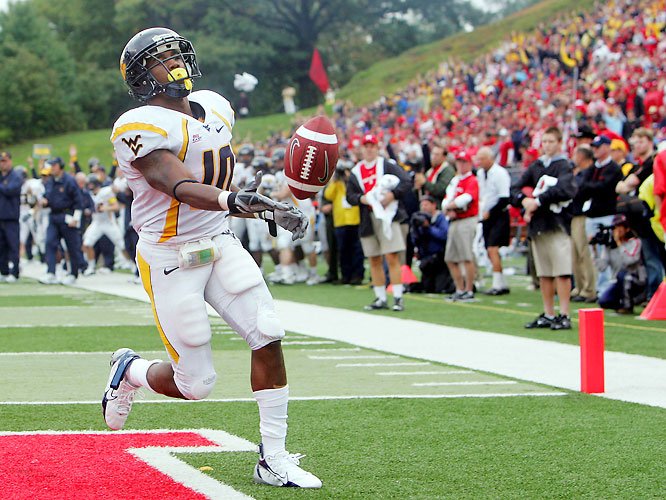 The Mountaineers spanked the Scarlet Knights behind a strong ground game. Steve Slaton (pictured) ran for 73 yards and three touchdowns, while Pat White added 156 yards rushing and a touchdown.