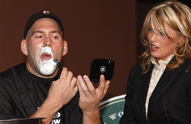 We think this lovely woman should've helped Kevin Youkilis shave his goatee -- or at least held the mirror for him -- since he was doing it for charity.