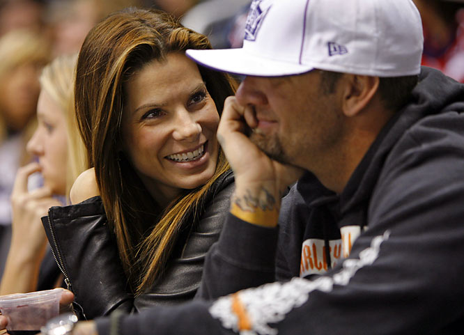 Sandra Bullock can't be accused of being a fair-weather fan. We've spotted her at numerous Los Angeles Kings games, including last Saturday's.