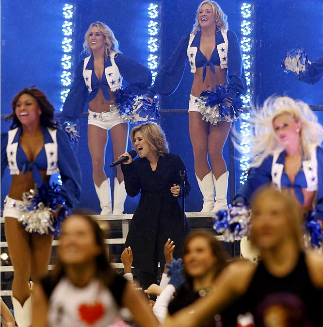 Kelly Clarkson <i>and</i> the Cowboys cheerleaders -- how much more entertainment could you want during halftime of a Thanksgiving game?