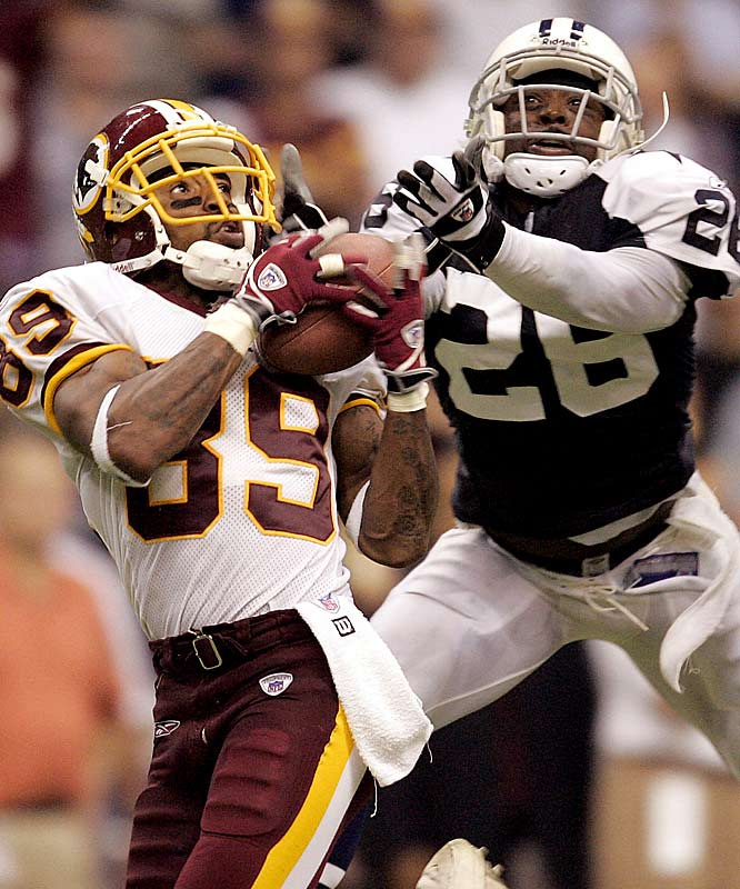 Seven-and-a-half quarters into the young '05 season, Washington's floundering offense still hadn't cracked the end zone. Facing a 13-0 deficit with less than four minutes remaining, the outlook appeared grim for Mark Brunell and the Redskins. But the veteran passer would find Santana Moss on a pair of long touchdown connections -- including the 70-yard coupe de grace -- to help the `Skins escape Texas Stadium with an improbable 14-13 victory.
