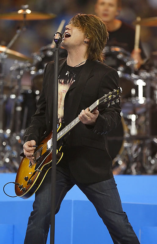The Goo Goo Dolls, with frontman Johnny Rzeznik, performed during halftime.