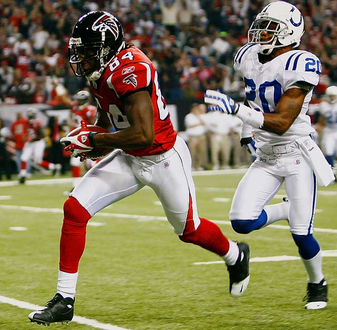 Roddy White heads to the end zone, scoring on a 48-yard pass reception to give the Falcons a short-lived 10-0 lead in the first quarter