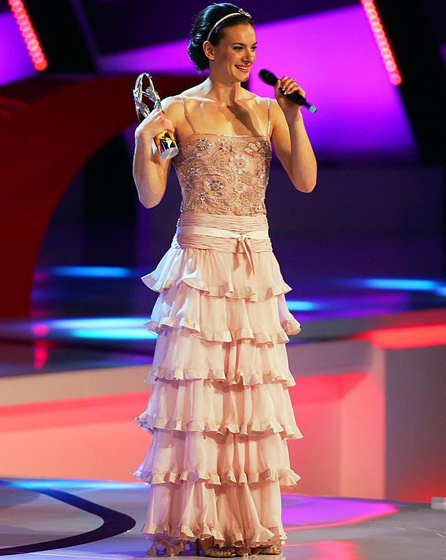 Pole vaulter Yelena Isinbayeva glammed up to receive her Laureus World Sports Woman of the Year award.