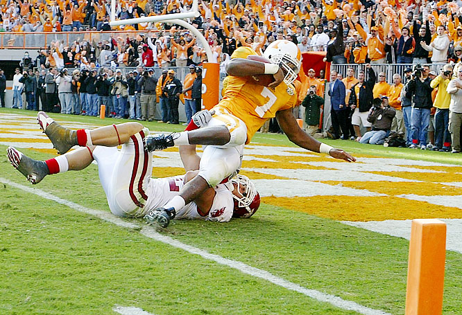 The Vols -- who control their own destiny in the SEC East race -- whipped the Hogs with a well-balanced attack. Tennessee held Arkansas' vaunted running game in check, giving up 127 yards on the ground.