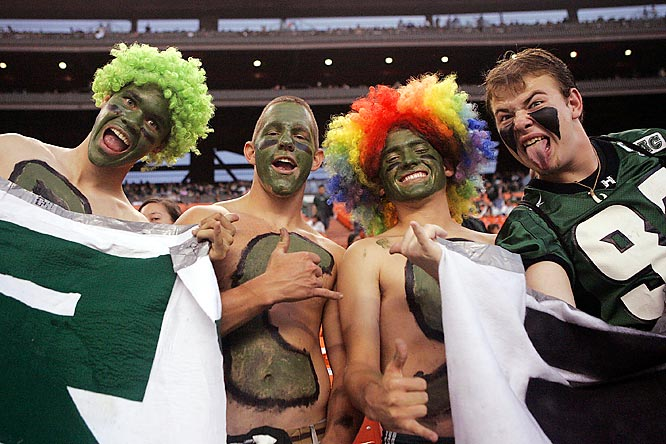 Hawaii fans put on their game faces before the Rainbows' 35-28 victory over Washington.