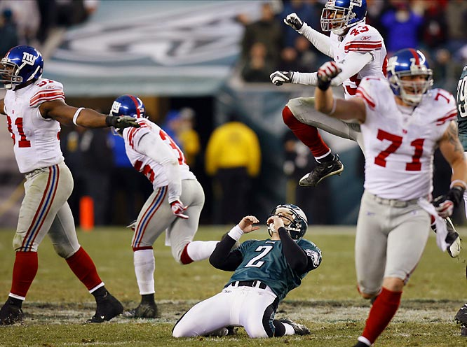 David Akers reacts to hitting the right upright on a 57-yard field goal attempt with one second left as the Giants celebrate all around him.