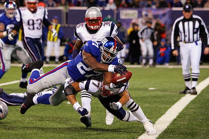 Brandon Jacobs broke tackles to score on a 7-yard reception to give the Giants a 7-0 lead. It was first touchdown allowed by the Patriots on an opening drive this season.