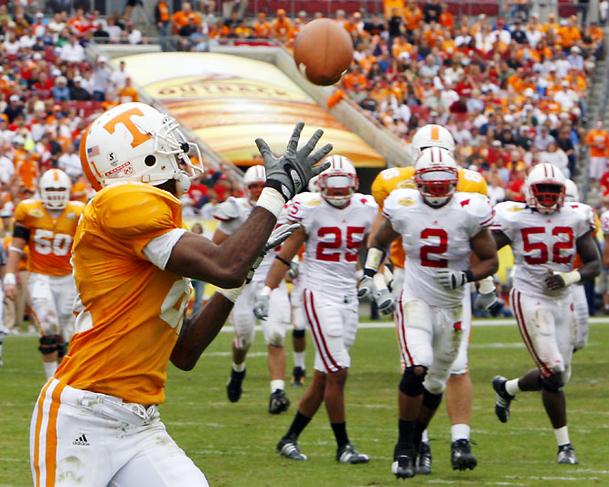 Erik Ainge finished his Tennessee career in style, throwing for 365 yards and two touchdowns. The win gave Tennessee its first 10-win season since 2004.