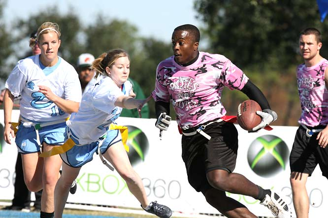 A Central Florida player just escapes the grasp of the UNC defense during the Co-Rec Championship. North Carolina would go on to claim victory, 37-9.