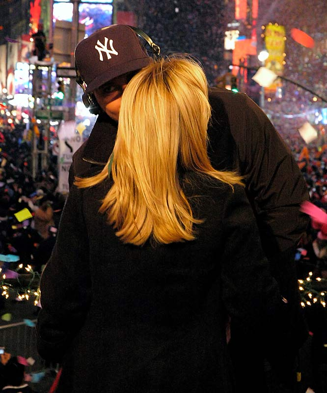 Kissing your wife on New Year's Eve like she's your sister, while looking at somebody else doesn't help your defense in the rumor department, A-Rod.