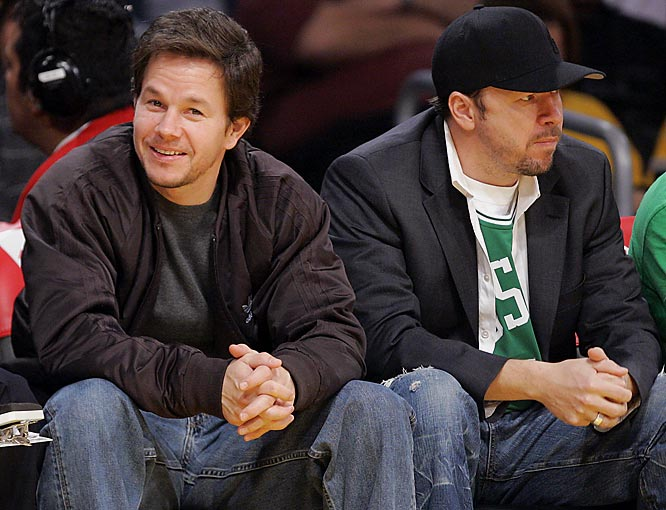 Mark and Donnie Wahlberg watched the Celtics take on the Lakers in L.A. on Dec. 30. If one of the Wahlbergs had a reason to smile (career-wise), we guess it would be Mark.