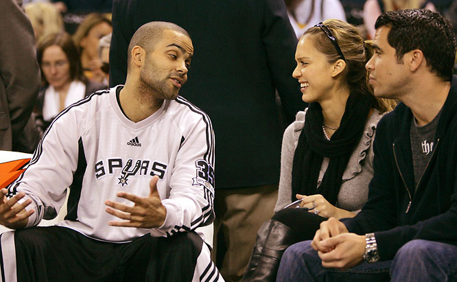 It's not enough that Tony Parker is married to Eva Longoria. Now he's making Jessica Alba laugh, as the two chatted before Monday's Spurs-Warriors game.