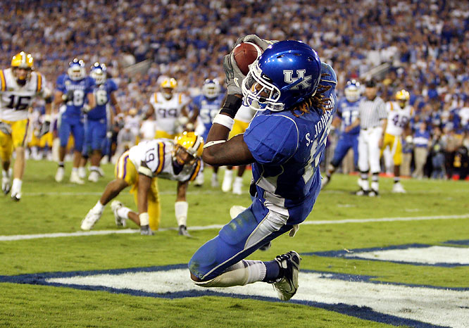 Kentucky QB Andre Woodson threw himself into the Heisman race by knocking off the Tigers. Woodson threw for 250 yards and three touchdowns and the Wildcats earned one of the biggest wins in the program's history. LSU QB Matt Flynn struggled mightily, completing just 17-of-35 passes for 130 yards, one touchdown and one interception.