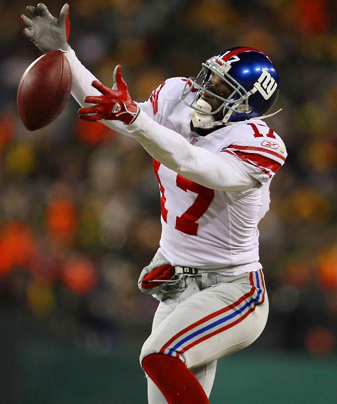 Plaxico Burress making one of his 11 catches for 154 yards in the NFC Championship game against Green Bay.