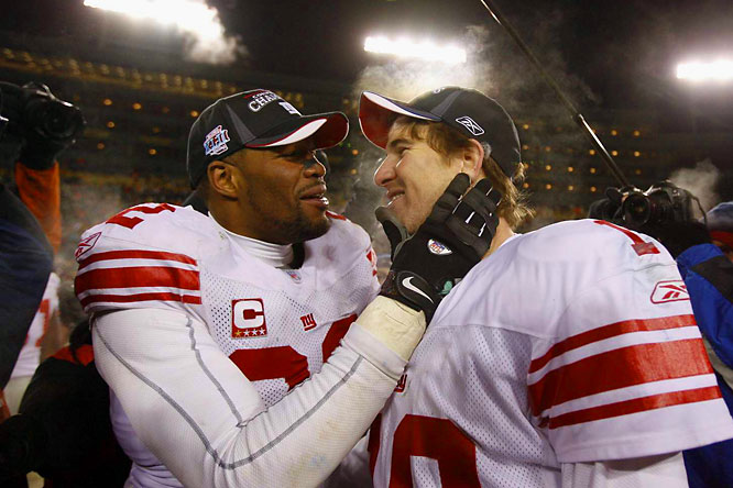 Michael Strahan congratulating Eli Manning after their 23-20 overtime victory in Green Bay.