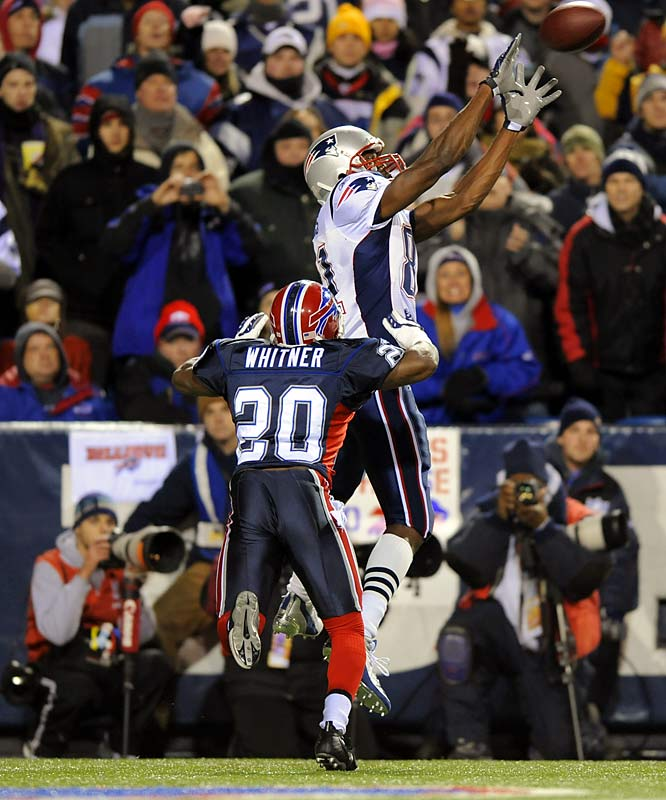 Randy Moss making a touchdown catch against the Bills.
