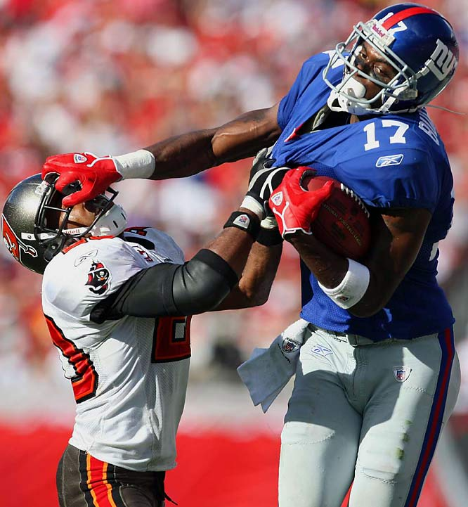 """Giants receivers Amani Toomer and Plaxico Burress, right, helped Eli make Bucs cornerback Ronde Barber, left, eat his words after saying last week that the inconsistent Manning could """"be had"""" by Tampa's defense."""