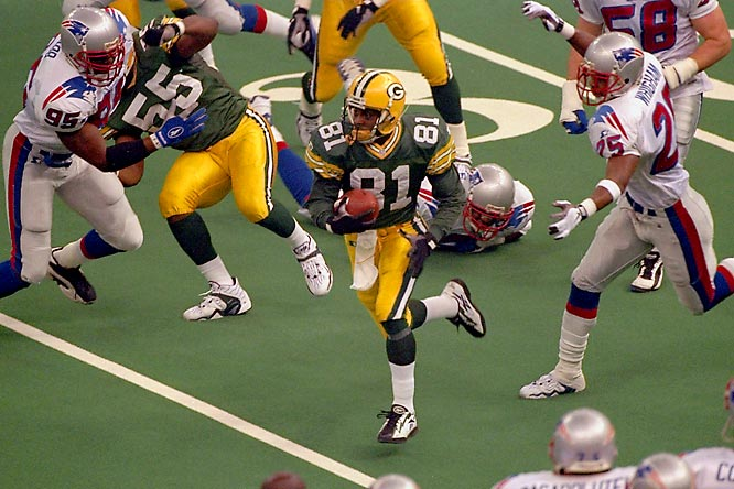 After New England pulled within 27-21 on Curtis Martin's third-quarter touchdown, Howard returned the ensuing kickoff 99 yards -- a Super Bowl record -- to ensure Green Bay's first world championship in 29 years. The former Heisman Trophy winner finished with 154 kickoff return yards and a record 90 punt return yards, setting Super Bowl marks for total return yards (244) and combined net yards gained (244) on his way to MVP honors.