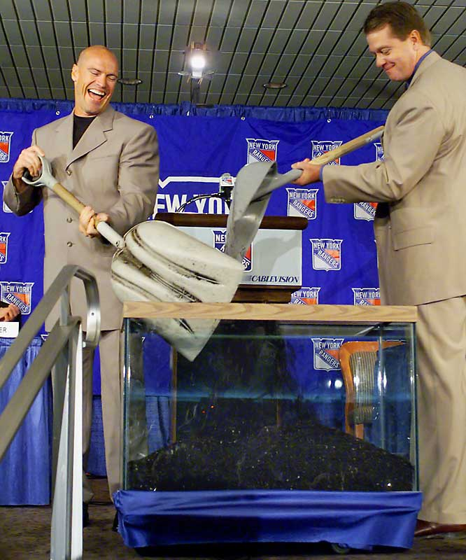 "While Messier's first stint with the Rangers (1991-97) included a long-awaited Stanley Cup in 1994, it ended badly as then MSG president Dave Checketts explained the team's reluctance to extend the aging Messier's contract by saying, ""How long should we pay for that cup?"" Messier spent the next three seasons with the Vancouver Canucks, only to then rejoin the Rangers with a two-year deal at age 39. During his introductory news conference in July 2000, Messier and Checketts symbolically buried the hatchet."