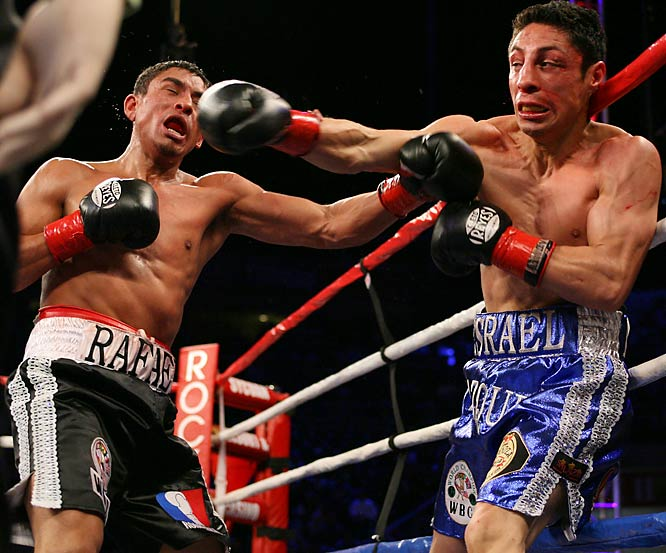 Vazquez (blue shorts) suffered a broken nose early in the first bout, which Marquez won via a seventh round technical knockout when his opponent couldn't continue.