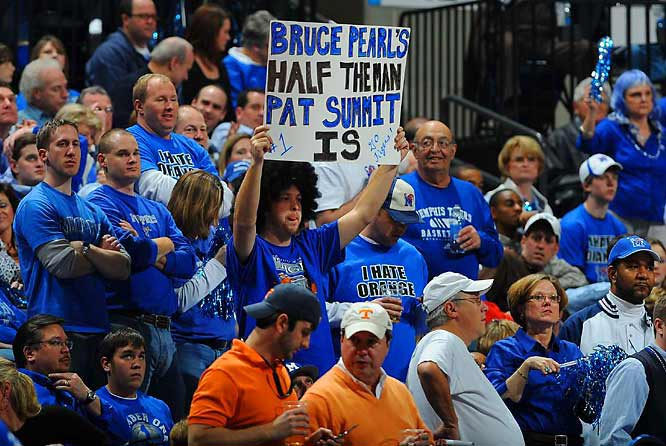 A Memphis fan manages to rip both Pat Summitt and Bruce Pearl with one sign.