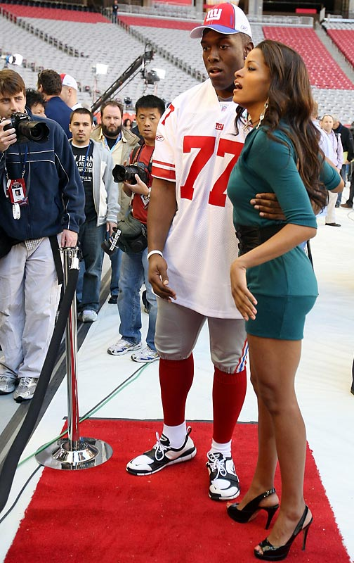 And actress Claudia Jordan walked the red carpet with Giants offensive lineman Kevin Boothe...