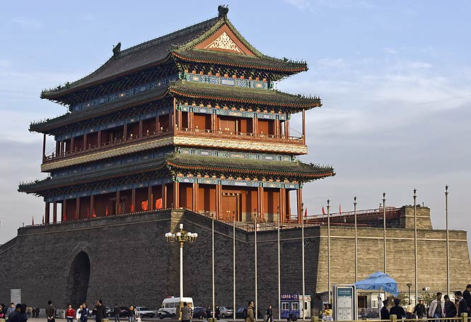 Beijing's stunning architecture will be on display as the marathon and road cycling events thread their way through China's ancient capital city.