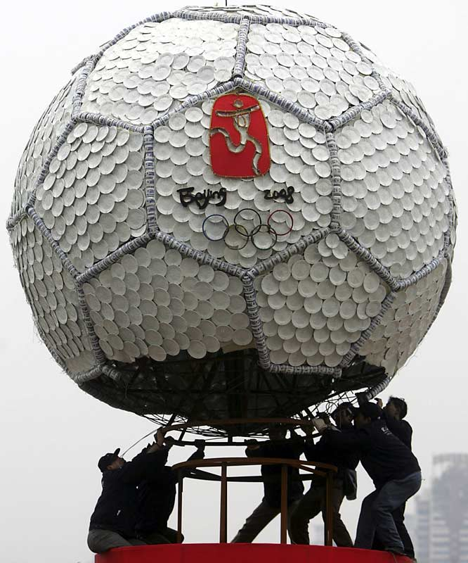 This giant sculpture was made from 20,000 pieces of Chinese dishes and cups.